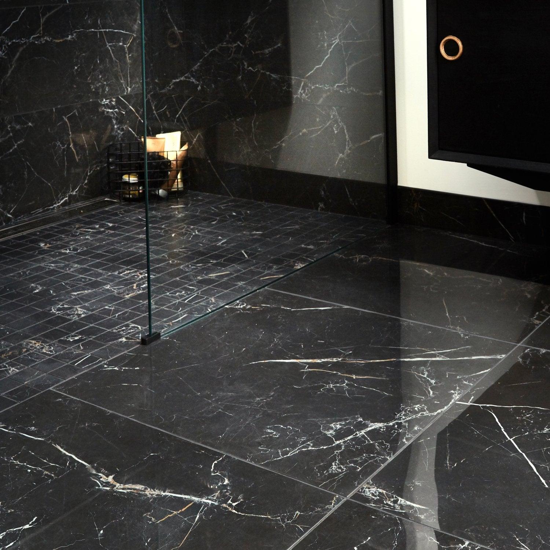 Du carrelage effet marbre noir dans la salle de bains   Leroy Merlin