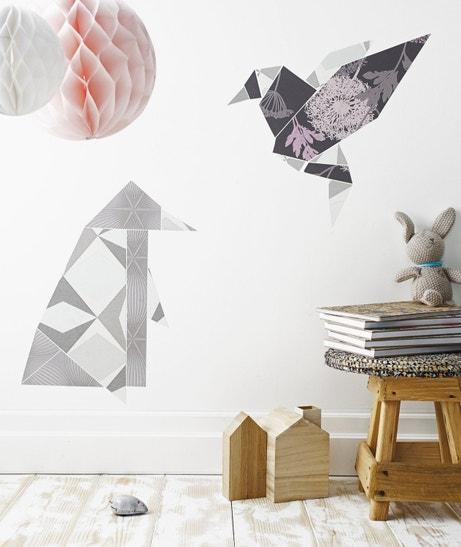 Créer des origamis sur les murs avec différents papiers peints