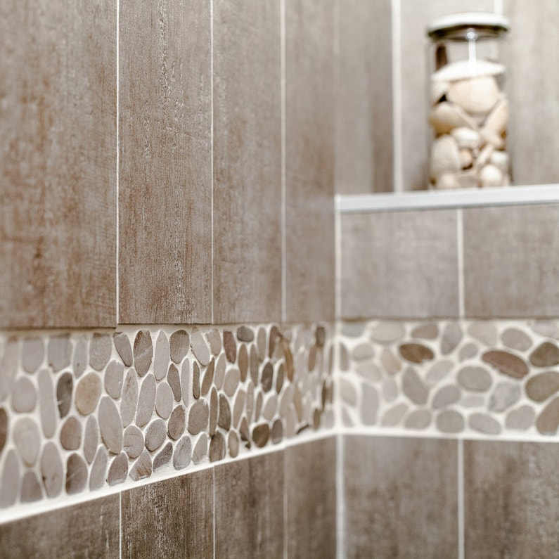La mosa que r veille votre salle de bains for Carrelage salle de bain mosaique beige