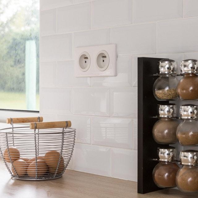 Habillez le mur de votre cuisine, avec un carrelage métro blanc ...