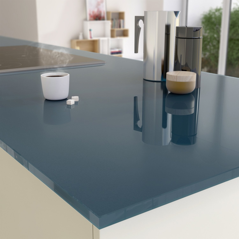 Des pieds fixes gris pour une table de cuisine design for Cuisine 5 15