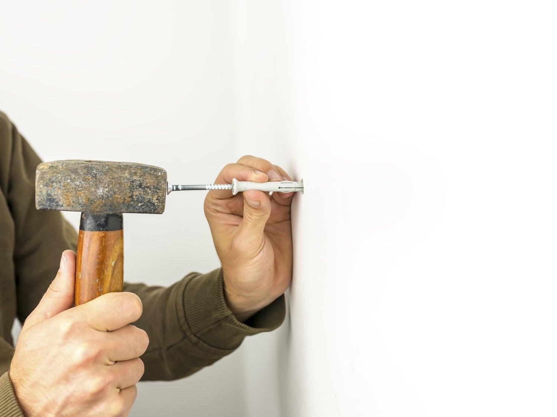 comment fixer une cheville dans une cloison creuse