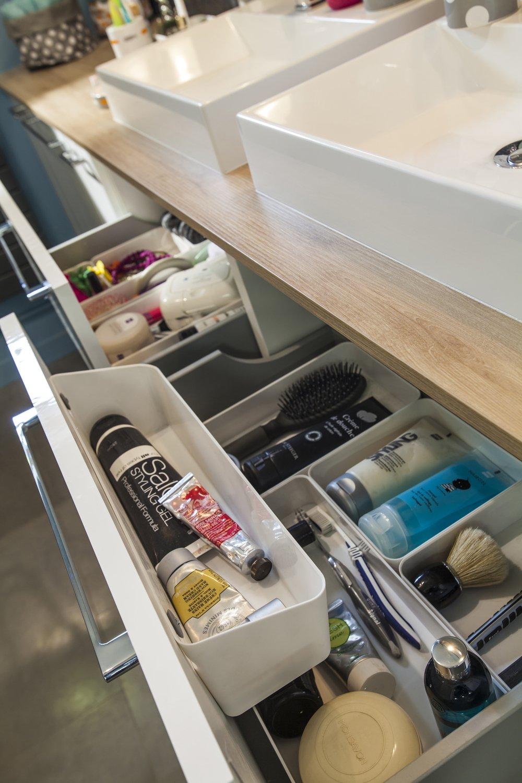 Du rangement fonctionnel pour vos accessoires de salle de - Rangement pour salle de bain ...