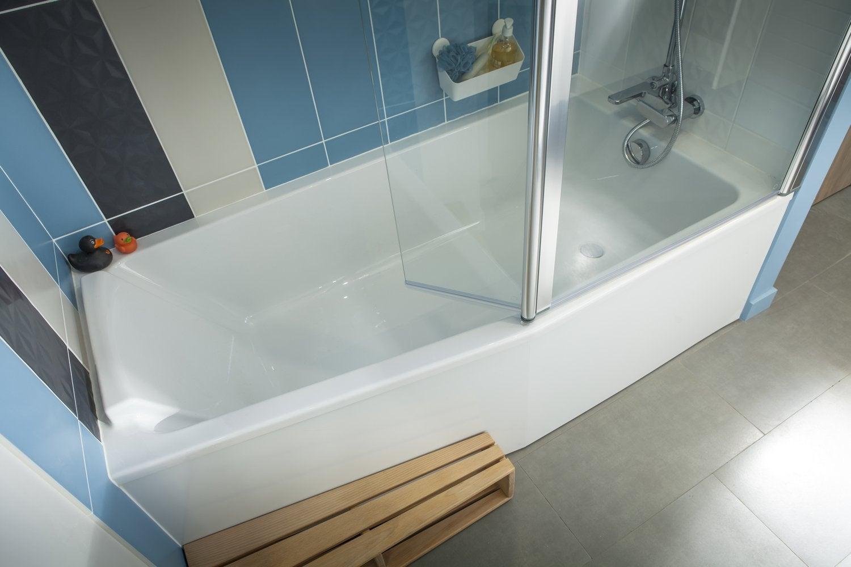 Une baignoire d angle dans la salle de bains de christel inzinzac lochrist leroy merlin - Installer une baignoire d angle ...