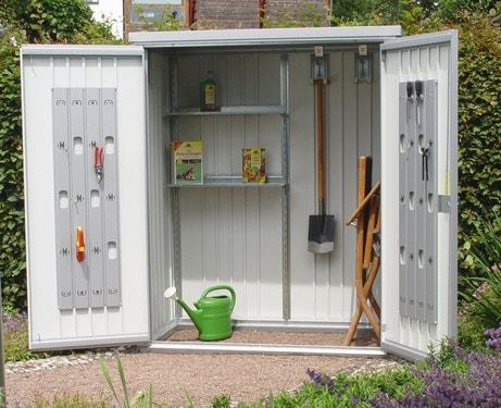 Une armoire de jardin en métal