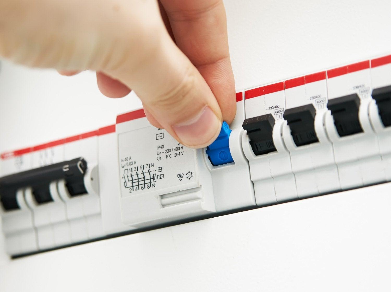 Mettre l'électricité aux normes