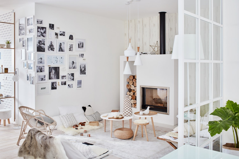 mur de cadres dans le salon leroy merlin. Black Bedroom Furniture Sets. Home Design Ideas