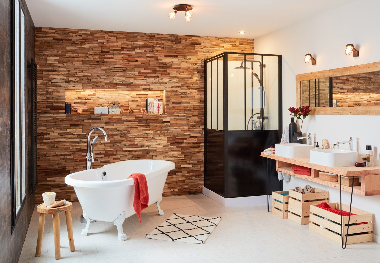 Des plaquettes de parement en bois pour la salle de bains | Leroy Merlin