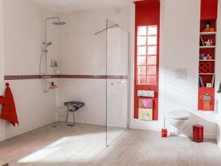 Installer des accessoires de salle de bains