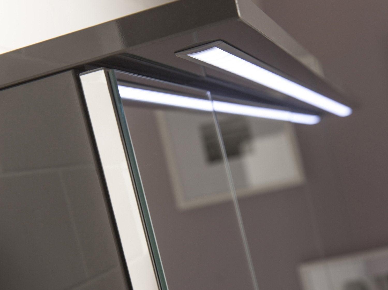 Installer une armoire de toilette lumineuse