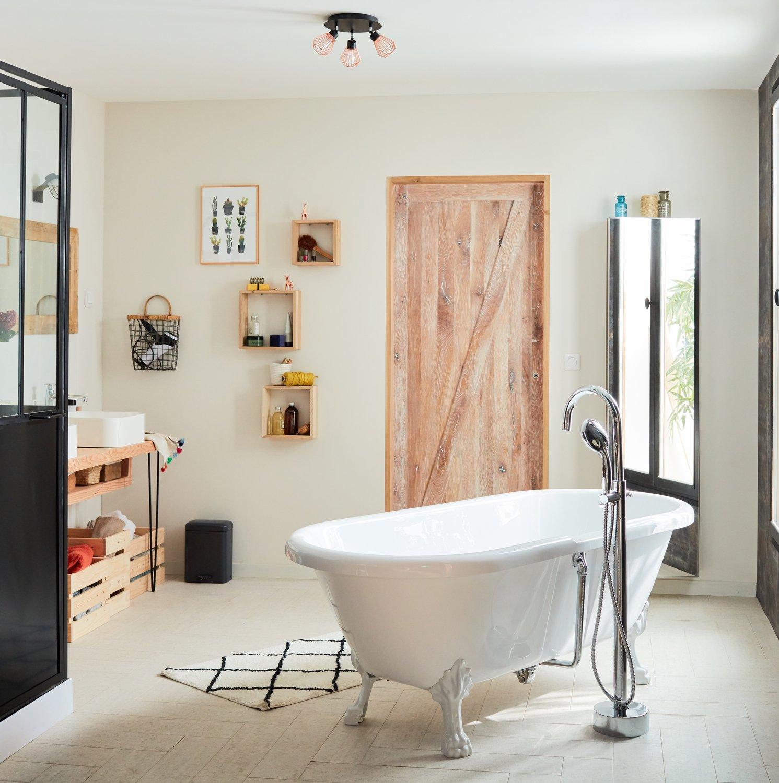 Salle de bains naturelle avec baignoire ilot | Leroy Merlin