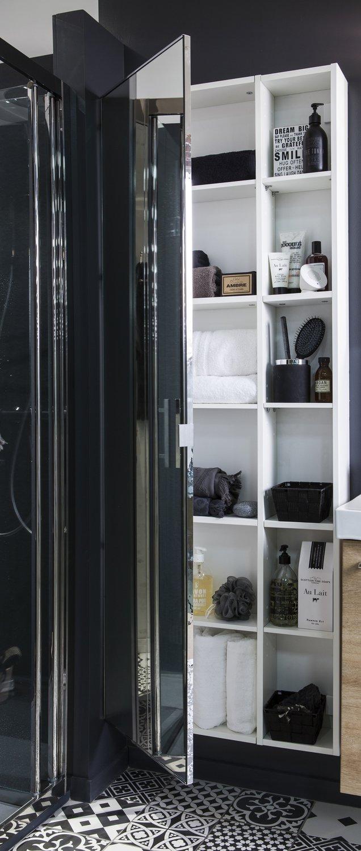 Un placard avec miroir tr s pratique pour la salle de for Placard salle de bain miroir