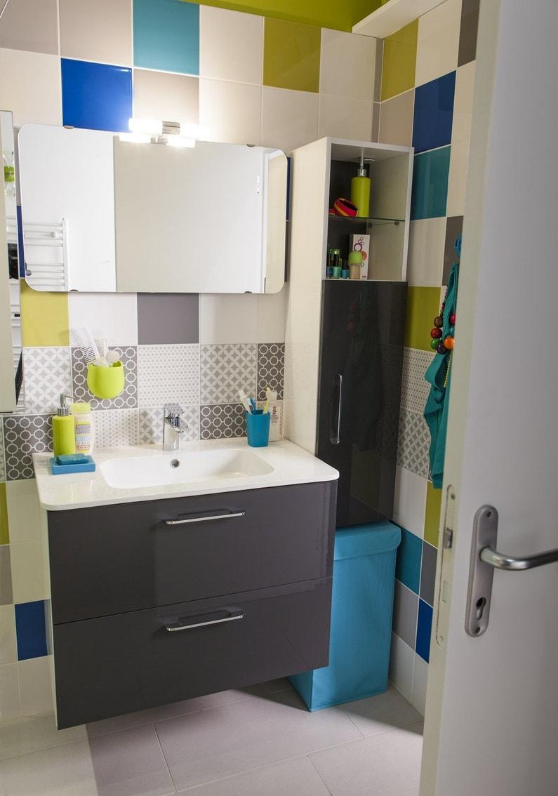 une salle de bains color e pour toute la famille leroy merlin. Black Bedroom Furniture Sets. Home Design Ideas