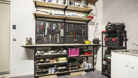 Des garages et ateliers multifonctions leroy merlin for Garage peugeot maisons alfort