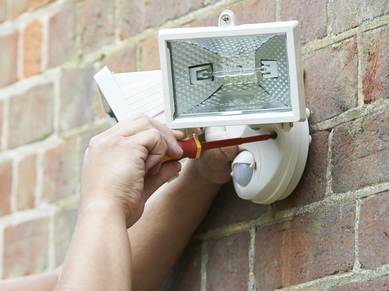 Comment raccorder des éclairages extérieurs ?