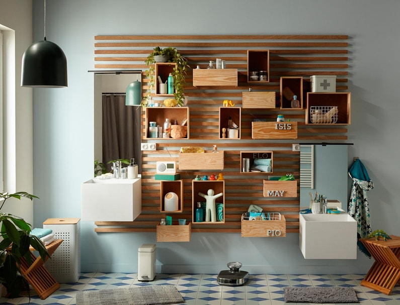 pour gagner de la place dans votre salle de bain pr coniser des caisses de rangement en bois. Black Bedroom Furniture Sets. Home Design Ideas