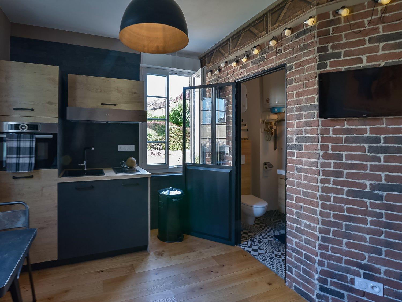 embellir la cuisine de laure et rapha l oiselay et grachaux de style industriel avec du. Black Bedroom Furniture Sets. Home Design Ideas