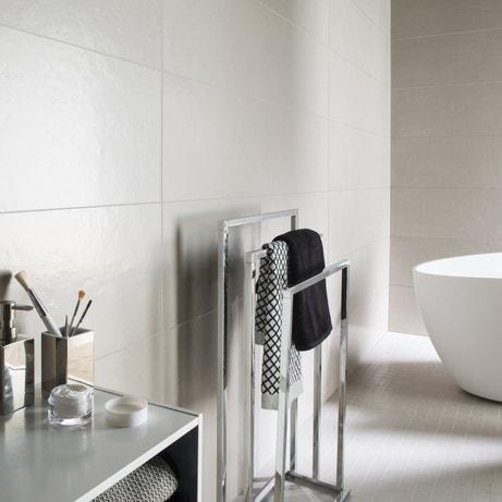 Un carrelage gris pour les murs de votre salle de bains