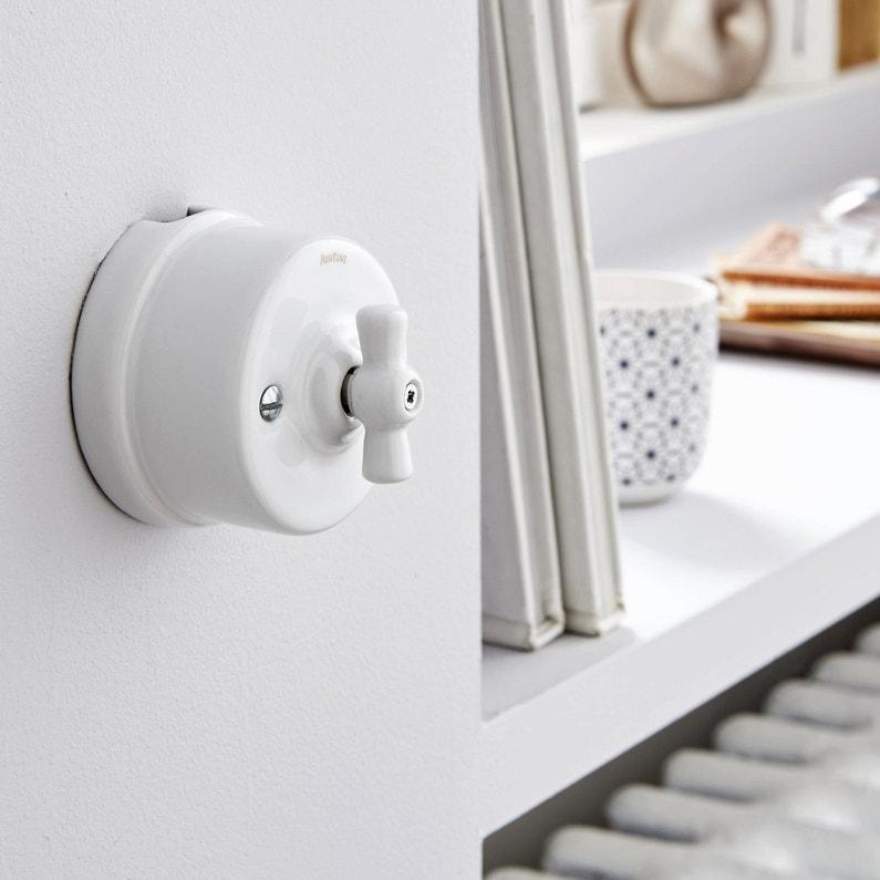 un interrupteur vintage en porcelaine blanche leroy merlin. Black Bedroom Furniture Sets. Home Design Ideas