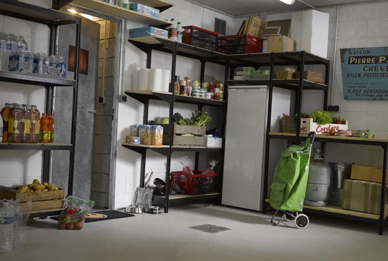 Un garage rempli de rangements et étagères | Leroy Merlin