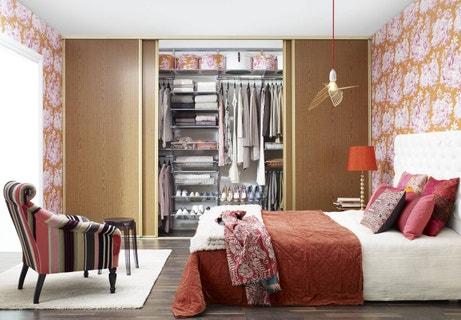 Un dressing complet au coeur de votre chambre