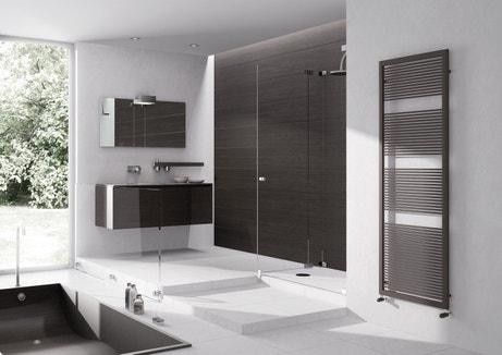 Un sèche-serviettes acier pour la salle de bains