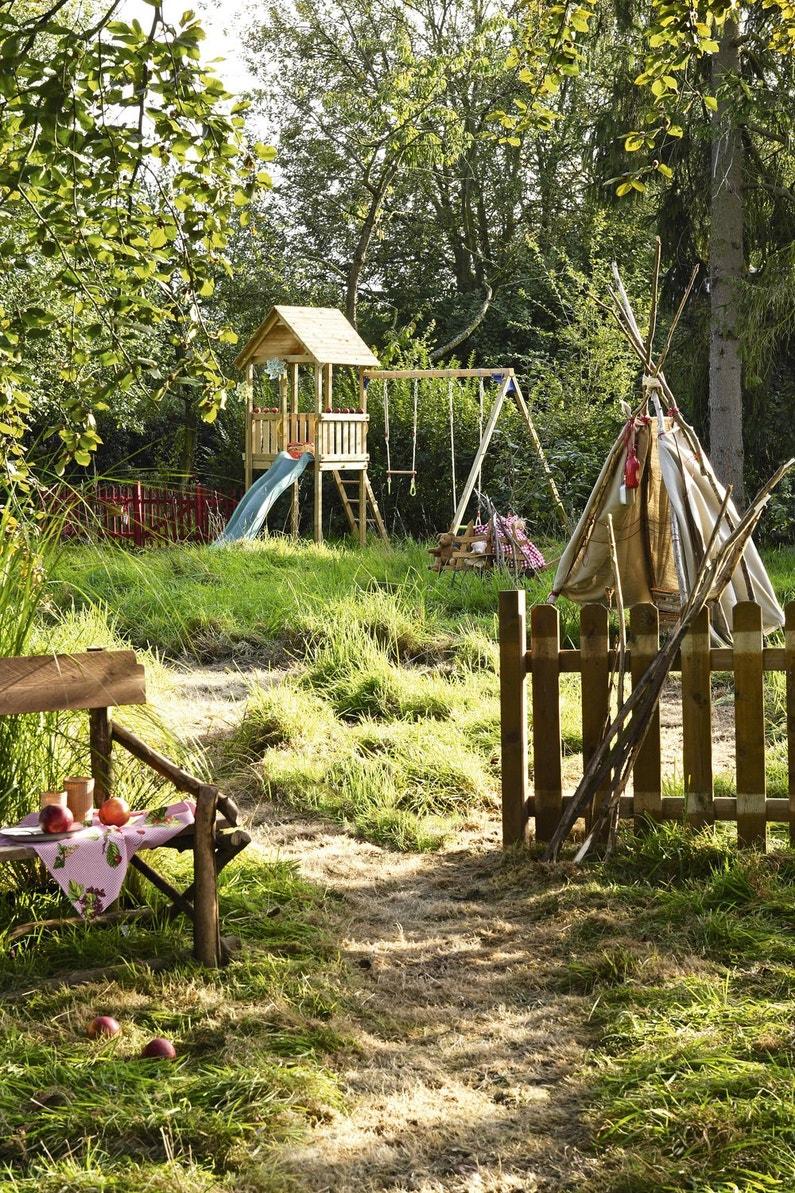 une barri re en bois pour d limiter le coin de jeux des. Black Bedroom Furniture Sets. Home Design Ideas