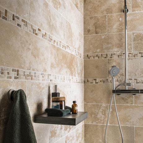 Une mosaïque en pierre naturelle pour donner un effet hammam à la salle de bains