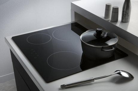 Plaques vitrocéramique noir avec 4 foyers