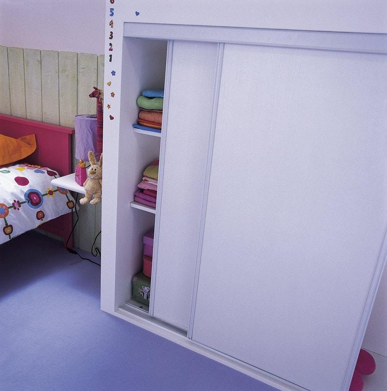 Des portes de placard coulissantes et pratiques for Habiller porte placard