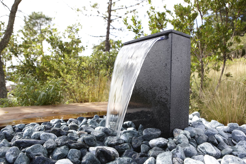 Une fontaine de jardin contemporaine leroy merlin - Comment creer une fontaine de jardin ...