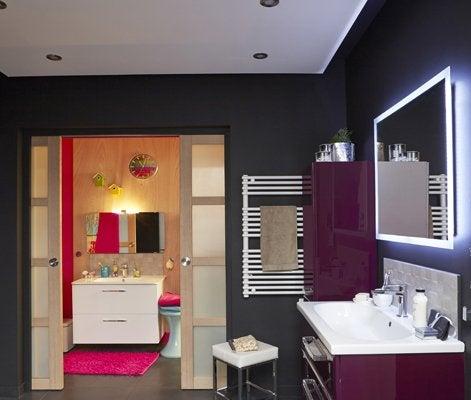 Tout savoir sur l 39 clairage dans la salle de bains leroy merlin - Luminaire plafond salle de bain ...