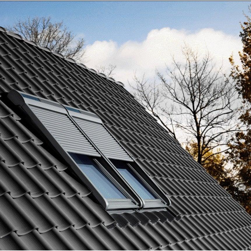 Volet fen tre de toit roulant nergie solaire velux ssl for Volet roulant solaire pour velux