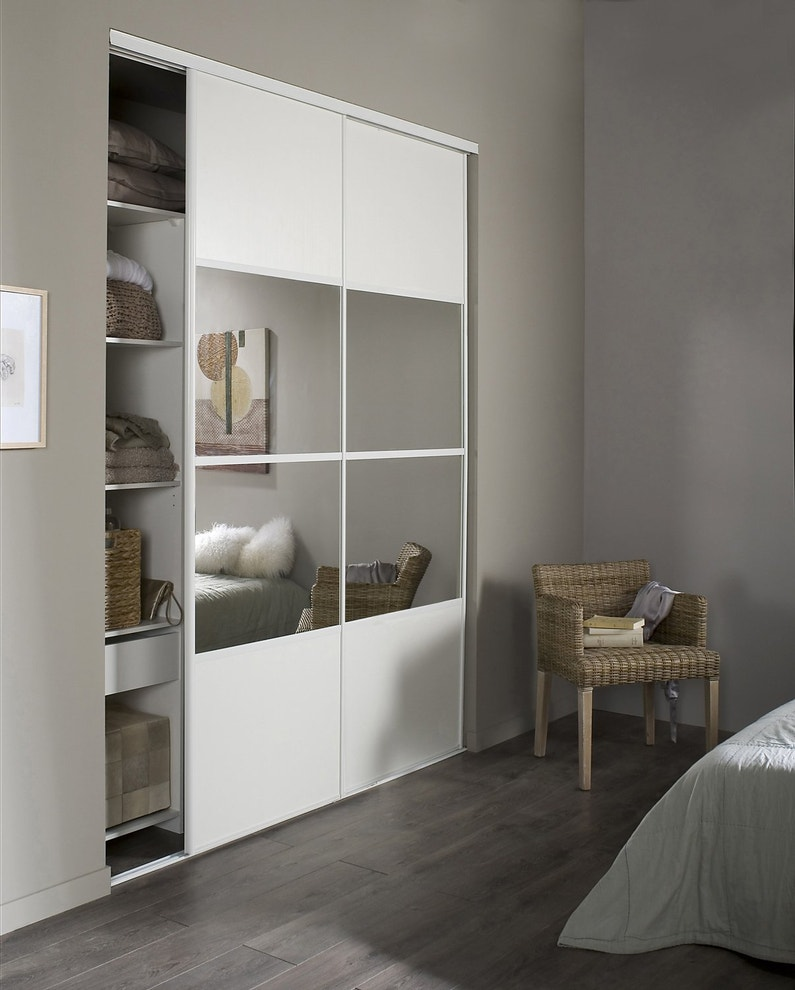 portes de placard blanc et miroir pour la chambre leroy. Black Bedroom Furniture Sets. Home Design Ideas