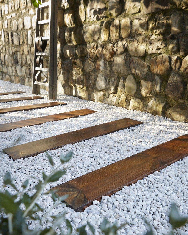 Gravier Pour Allée De Jardin Dedans Des Traverses En Bois Pour Construire  Une Allée | Leroy