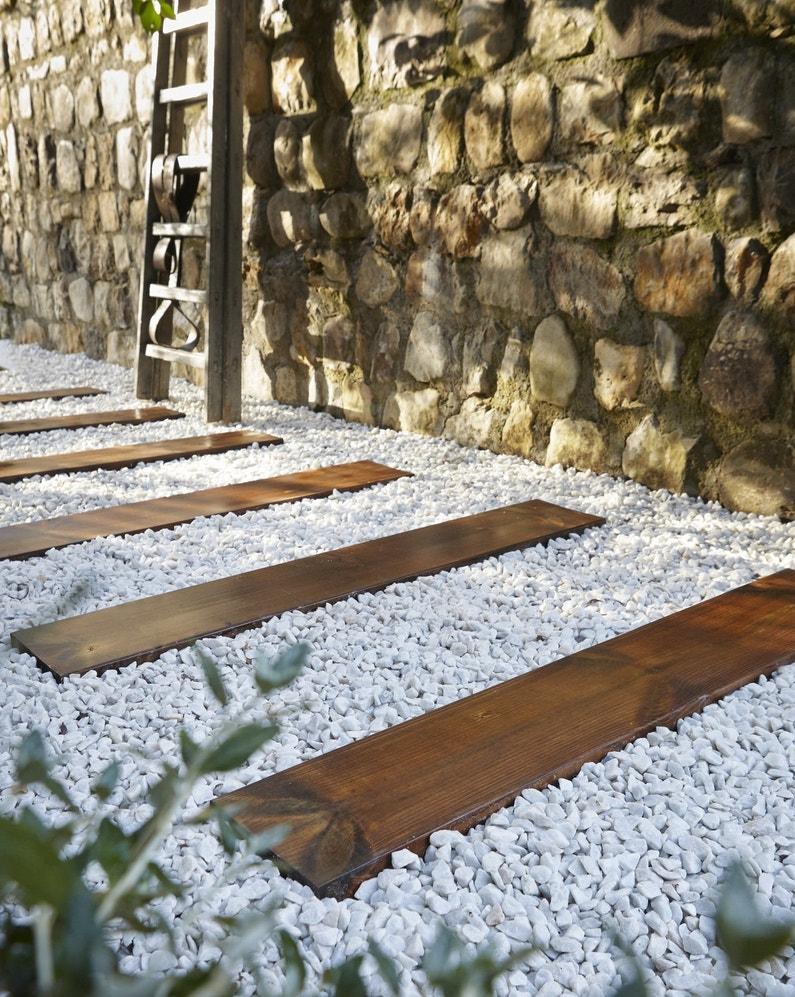 Des traverses en bois pour construire une all e leroy merlin - Construire une allee carrossable ...