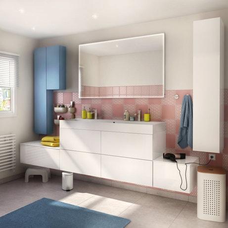 Une salle de bains pastel