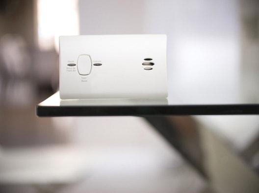 alarme maison cam ra de surveillance et d tecteur de fum e leroy merlin. Black Bedroom Furniture Sets. Home Design Ideas