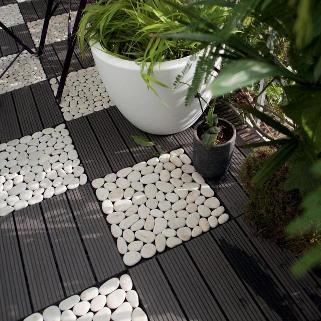Une Terrasse Moderne Avec Ce Mix De Galets Blancs Et Dalles En