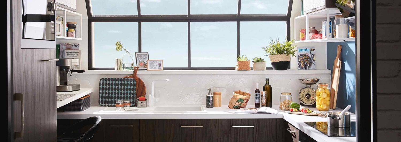 Une cuisine style industriel avec verrière et espace bureau | Leroy ...