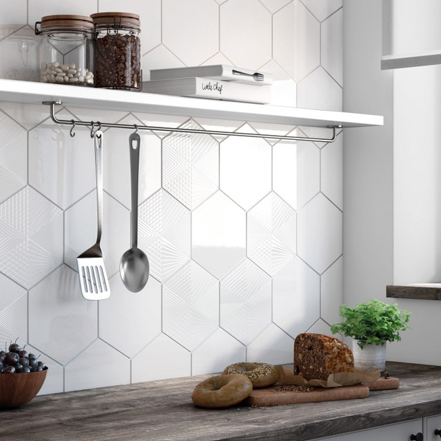 du carrelage hexagonal sur le mur de la cuisine leroy merlin. Black Bedroom Furniture Sets. Home Design Ideas