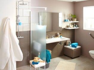 Une salle de bains confortable