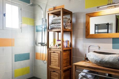 La salle de bains colorée d'Annie à Langon