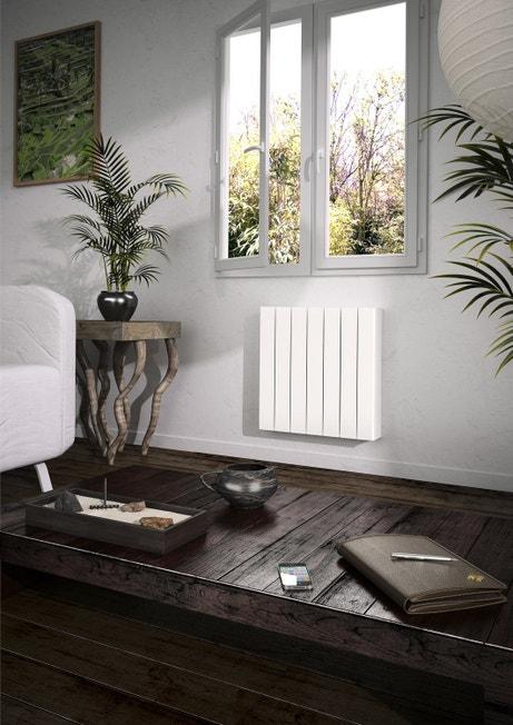 Un radiateur sobre dans un salon moderne