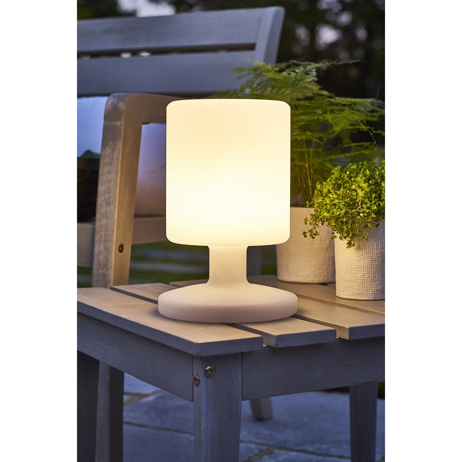 lampe de table ext rieure led integrada 5 w 130 lm blanc leroy merlin. Black Bedroom Furniture Sets. Home Design Ideas