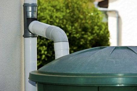 De l 39 eau du ciel pour le jardin leroy merlin - Collecteur eau de pluie leroy merlin ...