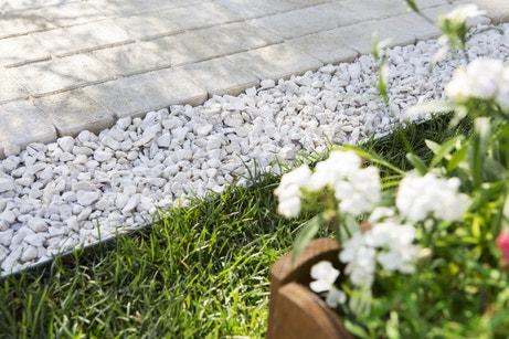 Des pavés pour border votre jardin