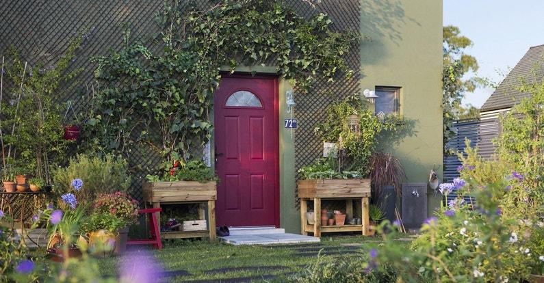 Un jardin potager sur le seuil de la maison
