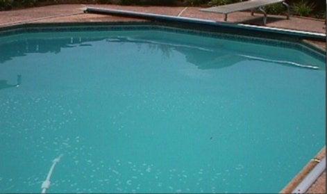 Tout savoir sur l 39 entretien de la piscine leroy merlin - Eau trouble spa ...