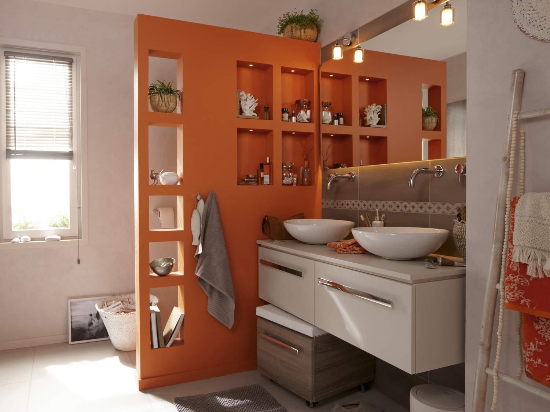 Une salle de bains chic et contemporaine dans 10m leroy for Bois dans salle de bain